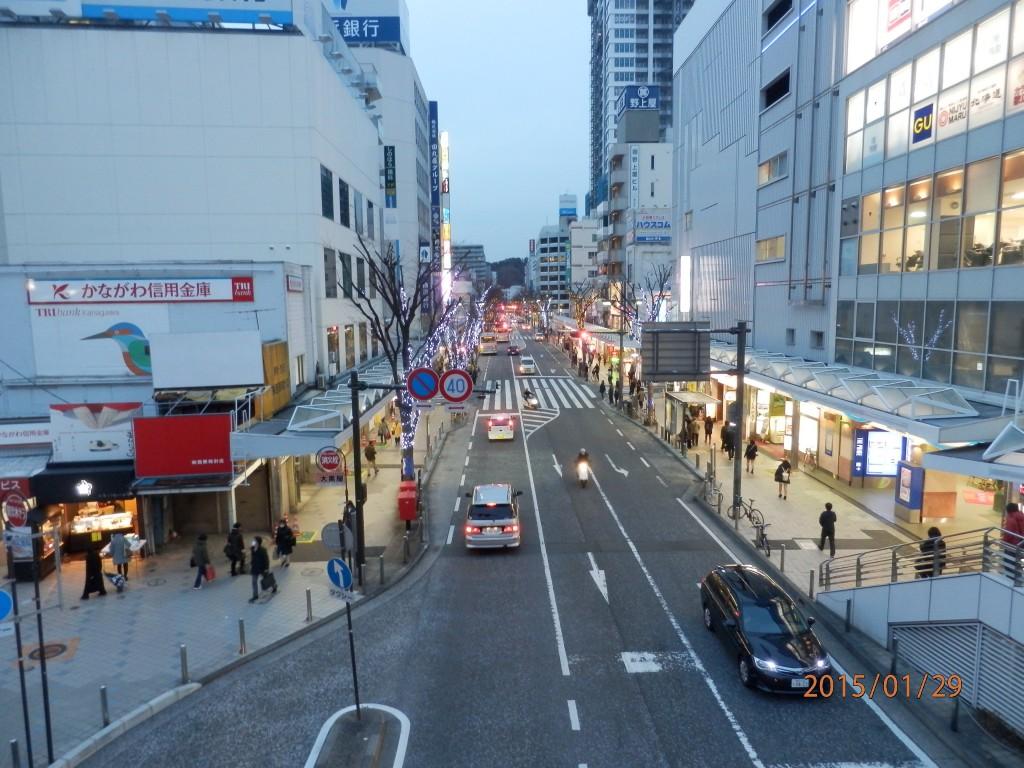 光が街の隅々まで行き届いている今を生きている私たちは、とても恵まれています。あなたの街の光を見つめ直してみましょう(Y.M.)